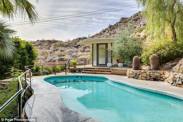 Ngôi nhà đẹp như mơ của nữ minh tinh nổi tiếng 1 thời Zsa Zsa Gabor tại Palm Springs, Mỹ đang được rao bán với giá gần 1 triệu đô la Mỹ