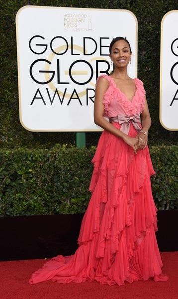 Nữ diễn viên phim Avatar nổi bật trên thảm đỏ
