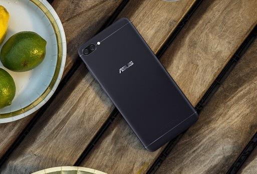 ZenFone 4 Max sở hữu cụm camera kép ở mặt lưng, gồm một camera 13 megapixel và một camera chụp ảnh góc rộng