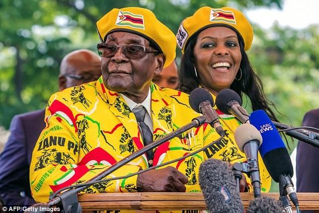 Cựu Tổng thống Zimbabwe Robert Mugabe và vợ (Ảnh: AFP)