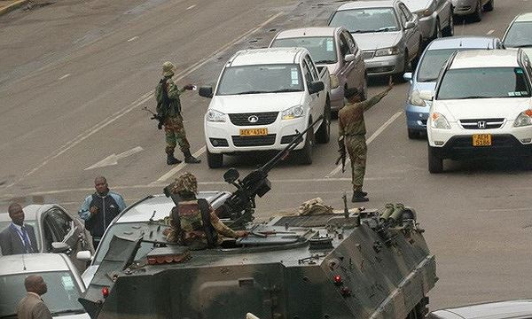 Xe tăng xuất hiện ở thủ đô Zimbabwe