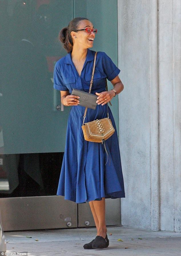 Sao phim Avatar khoe dáng thanh mảnh trong bộ váy giản dị và thanh lịch
