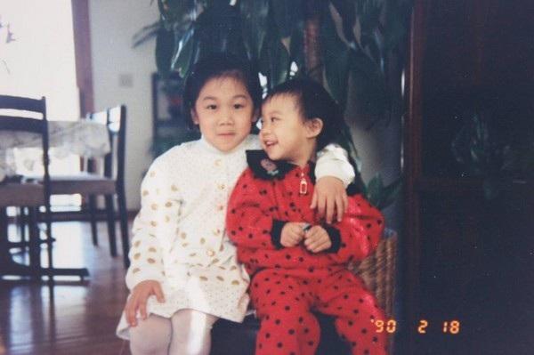 Priscilla Chan, vợ của Zuckerberg, chụp ảnh cùng em gái