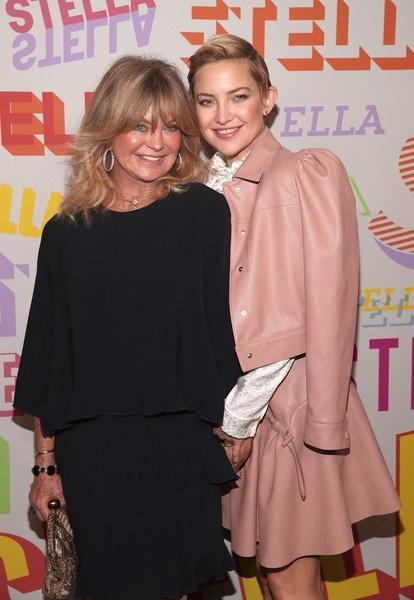 Bà Goldie Hawn - mẹ của Kate Hudson trẻđẹp không kém con gái dù đã qua tuổi 70!