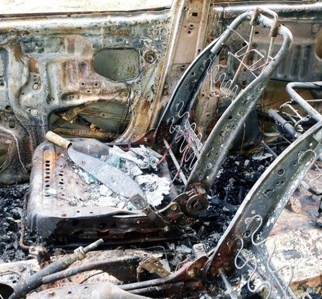 Hung khi trên xe ô tô Innova bị cháy trơ khung
