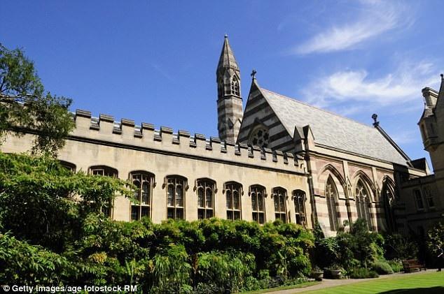 Đại học Oxford thông tin trường dự định tiếp tục thực hiện chính sách này trong những năm tới và theo dõi dữ liệu của kỳ thi một cách cẩn thận.