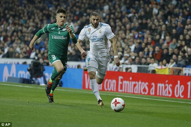 Benzema ghi bàn gỡ hòa 1-1 cho Real Madrid