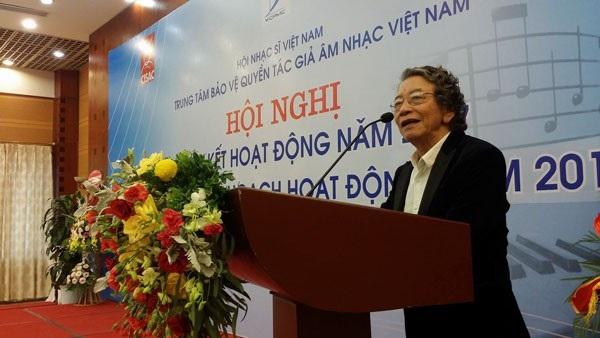 Nhạc sĩ Phó Đức Phương đọc huyết thư tại buổi tổng kết sáng nay, ngày 26/1 tại Hà Nội.