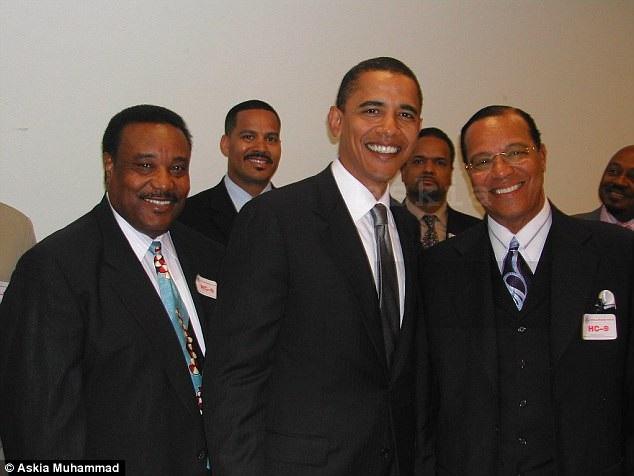 Cựu Tổng thống Mỹ Barack Obama chụp với nhân vật chính trị gây tranh cãi Louis Farrakhan (ngoài cùng bên phải). (Ảnh: Askia Muhammad)