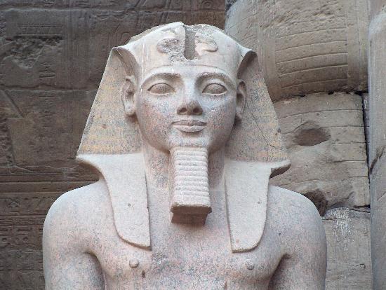 Bức tượng mô phỏng chân dung của Rames Đại đế - một trong những vị Pharaoh vĩ đại nhất trong lịch sử Ai Cập cổ đại