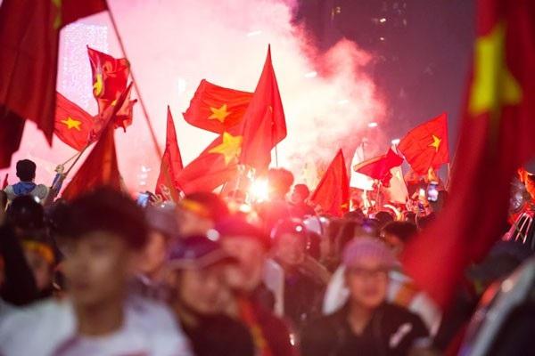 Người dân Hà Nội cùng nhau ra đường chúc mừng U23 Việt Nam.