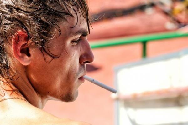 Chỉ hút một điếu thuốc mỗi ngày cũng  làm tăng nguy cơ bệnh tim - 1