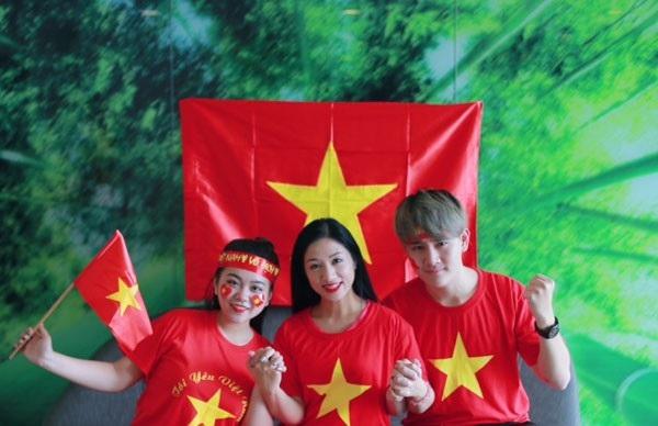 Ca sĩ Phương Nga và các học trò tại Malaysia.