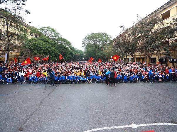 """Sinh viên Kinh tế Quốc dân sẵn sàng """"ướt"""" cùng đội tuyển U23 - 1"""
