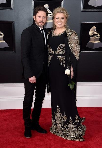Kelly Clarkson được chồng Brandon Blackstock hộ tống dự sự kiện