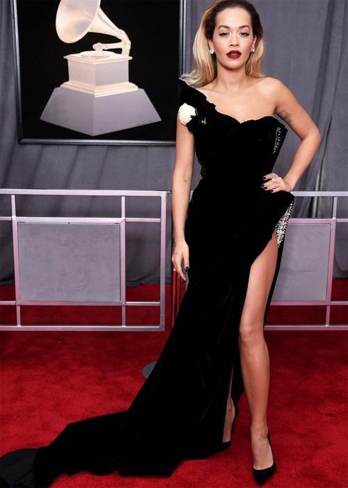 Rita Ora đẹp kiêu sa trên thảm đỏ lễ trao giải Grammy 2018 đang diễn ra tại New York, Mỹ