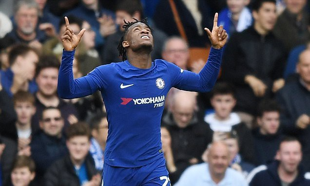 Batshuayi có trận đấu hiếm hoi tỏa sáng trong màu áo Chelsea