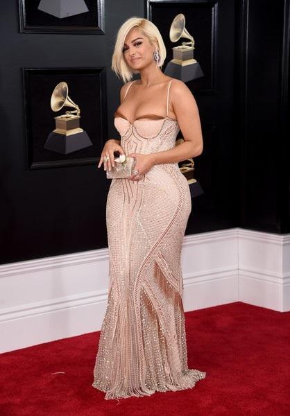 Bebe Rexha mặc gợi cảm trên thảm đỏ Grammy 2018