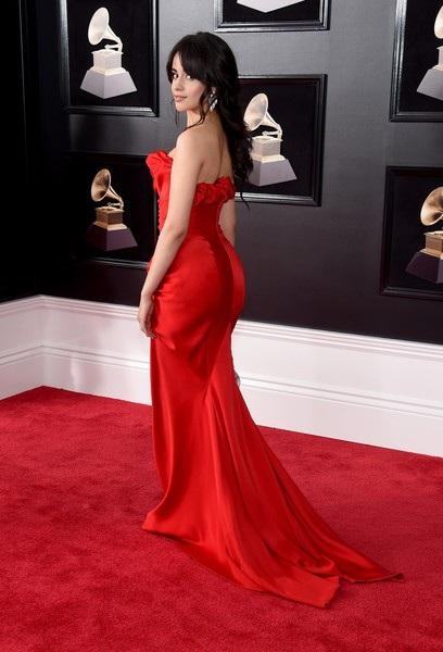 Camila diện váy Vivienne Westwood