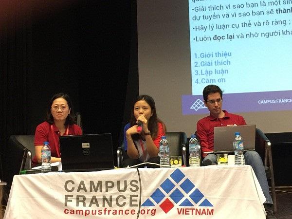 Các khách mời tại buổi hội thảo chia sẻ kinh nghiệm học thạc sĩ và tiến sĩ tại Pháp