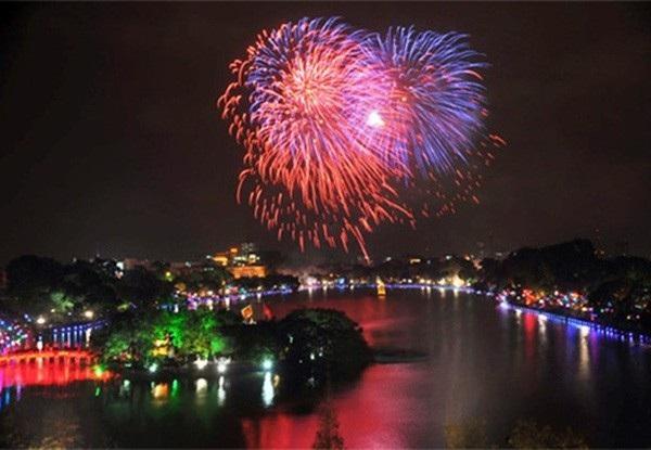 Hà Nội dự kiến làm một trận địa bắn pháo hoa ở hồ Gươm nhưng kéo dài 30 phút