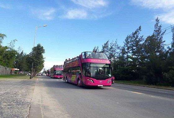 Không nhiều người biết rằng, để có mặt tại Hà Nội ngày hôm nay, cách đây 2 ngày, 4 chiếc bus 2 tầng đã lăn bánh từ Cocobay, vượt gần 1.000 km có mặt sớm tại Hà Nội.