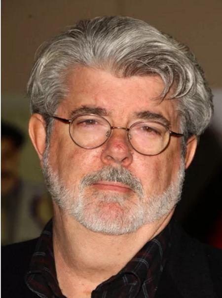 Hồi còn đi học, đạo diễn thiên tài George Lucas đã suýt phải bỏ mạng trong một vụ tai nạn xe hơi khi đi từ trường về nhà. Một chiếc xe khác đang đi với vận tốc gần 145 km/h đã đâm thẳng vào xe của George Lucas, khiến cho nam đạo diễn cùng chiếc xe bị hất tung lên và lộn nhào vài vòng. George Lucas đã bị gãy xương sườn, tổn thương phổi và chính vị đạo diễn này cũng cảm thấy mình đã sống sót một cách phi thường.