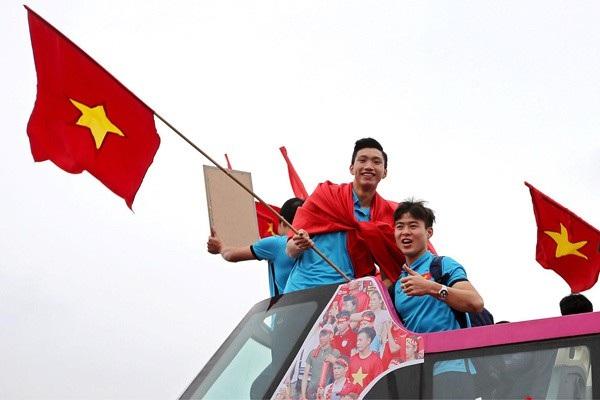 Sứ mệnh vinh quang đón người hùng U23 trở về của chiếc xe bus nổi tiếng nhất Việt Nam - 5