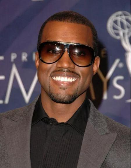 """Hồi năm 2002, Kayne West gần như vẫn chỉ là một tên tuổi vô danh và điểm nhấn đáng chú ý nhất của nam rapper khi ấy lại là một vụ tai nạn đụng đầu với một chiếc xe khác. Kayne West sau đó đã phải phẫu thuật định hình lại gương mặt mà dành nhiều tuần phục hồi trong bệnh viện. Đau xót hơn nữa là nam rapper không có bảo hiểm sức khỏe nên phải dốc sạch túi để thanh toán viện phí. Dù vậy, điều đáng mừng là Kayne West đã tìm được cảm hứng sáng tác ngay trong bệnh viện và """"Through the Wire"""", một trong những ca khúc đột phát nhất của Kayne West, cũng được viết trong thời gian này."""