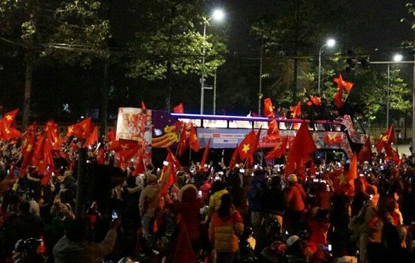 Sứ mệnh vinh quang đón người hùng U23 trở về của chiếc xe bus nổi tiếng nhất Việt Nam - 8