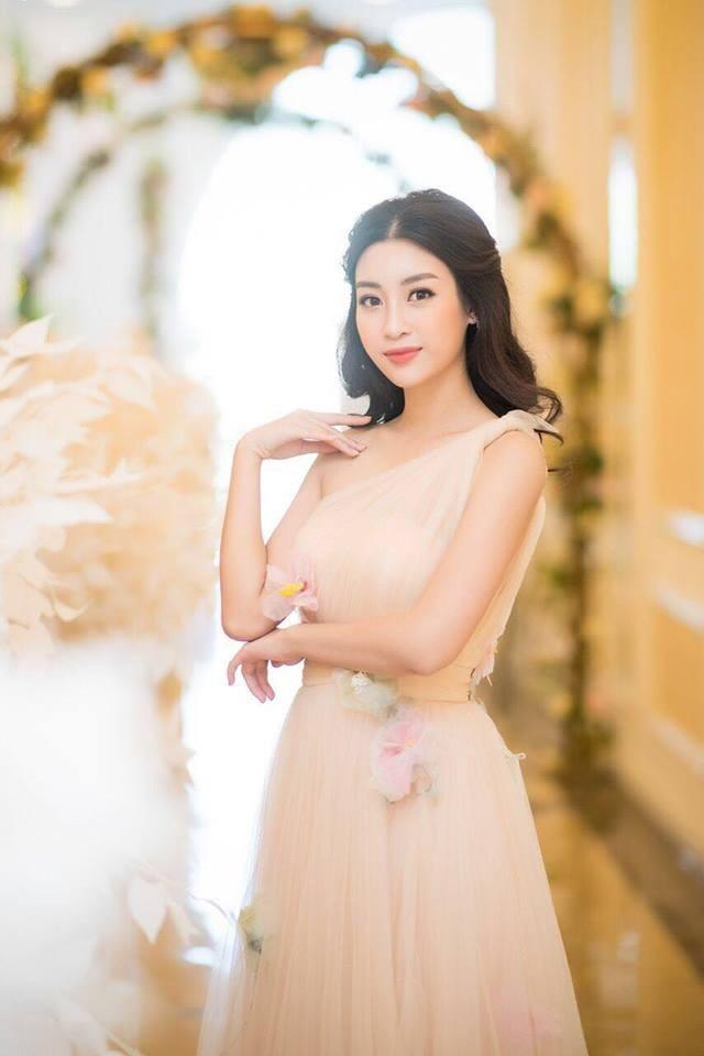 """Thủ môn Bùi Tiến Dũng: """"Tôi với Hoa hậu Đỗ Mỹ Linh chỉ là... bạn"""" - 3"""