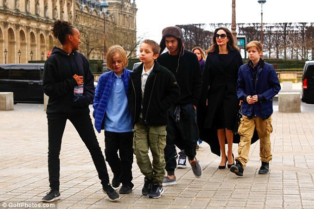 6 đứa con của Jolie sống cùng mẹ sau khi Jolie chia tay Brad Pitt
