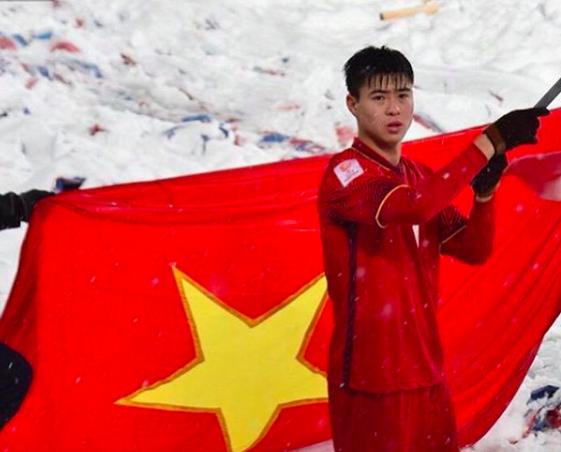 Duy Mạnh vẫy lá cờ Tổ quốc tại Thường Châu (Trung Quốc)
