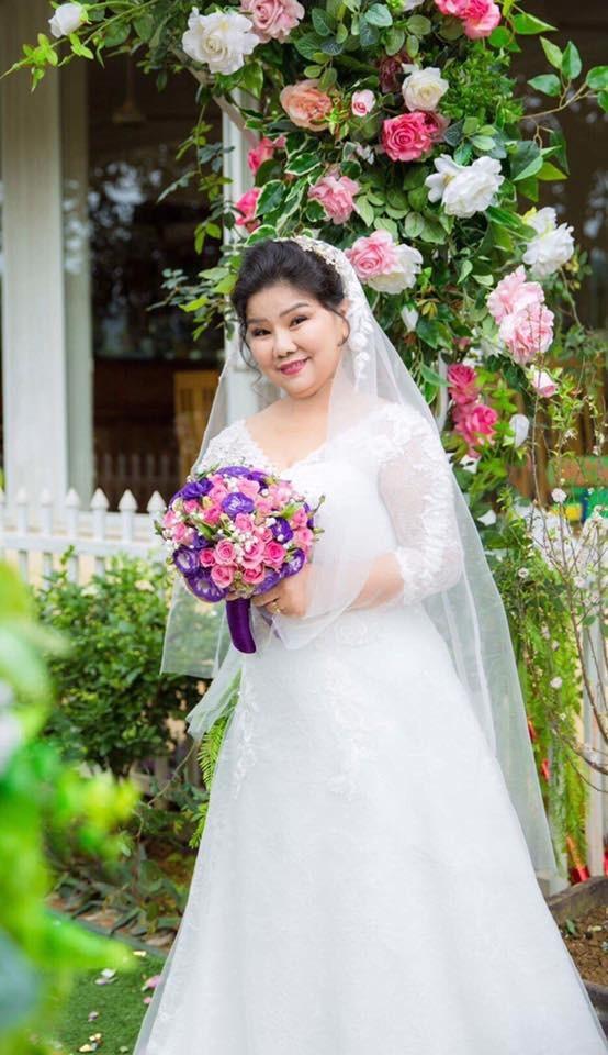 NSND Thanh Hoa làm cô dâu ở tuổi 68.