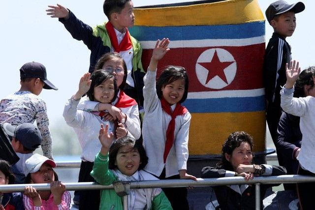 Các em nhỏ Triều Tiên (Ảnh: Reuters)