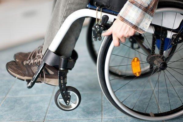 Kích thích điện giúp một người đàn ông liệt chân đi lại được - 1