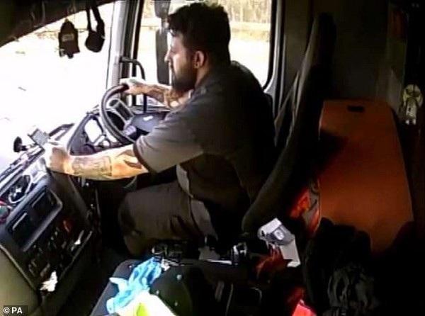 Camera giám sát bên trong cabin cho thấy Shields đã mất tập trung trong 18 giây do sử dụng điện thoại di động