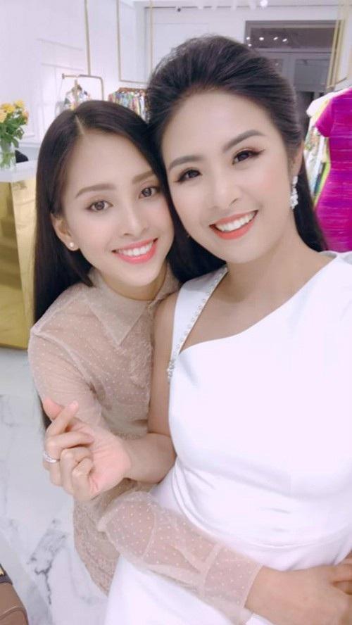 Hoa hậu Ngọc Hân làm hướng dẫn viên du lịch Hà Nội cho Tiểu Vy trước khi tân Hoa hậu Việt Nam 2018 lên đường sang Pháp.