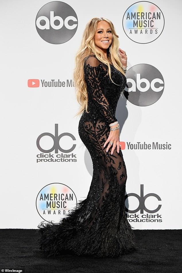 Mariah Carey gợi cảm dự họp báo khi lễ trao giải American Music Awards 2018 kết thúc