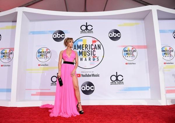 Đây là sự kiện hiếm hoi mà Jennifer Lopez tham gia không có bạn trai Alex Rodriguez hộ tống