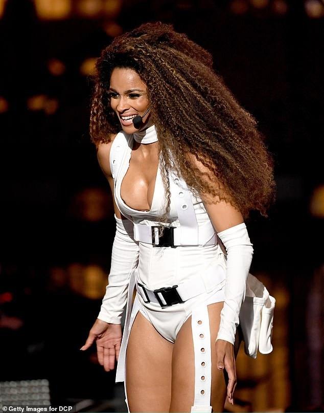 Nữ ca sỹ nổi tiếng với các màn vũ đạo rực lửa đang khởi động nhiều dự án âm nhạc mới