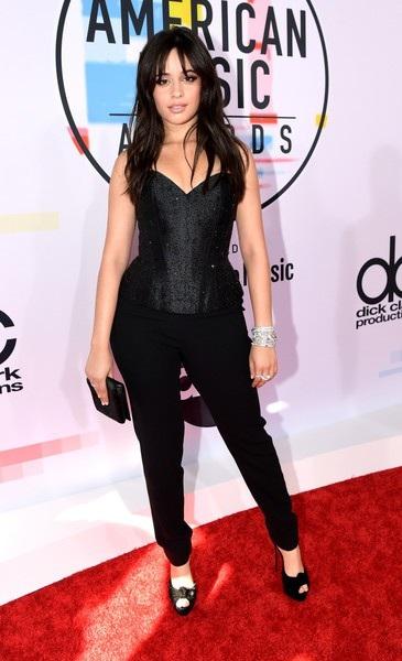 Camila diện trang phục Armani Prive, đeo nữ trang Bvlgari và đi giày Christian Louboutin