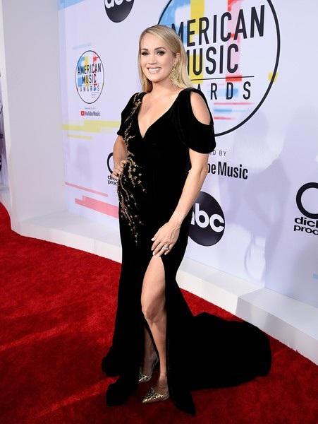 Carrie cũng trình diễn ca khúc Spinning Bottles trong lễ trao giải này