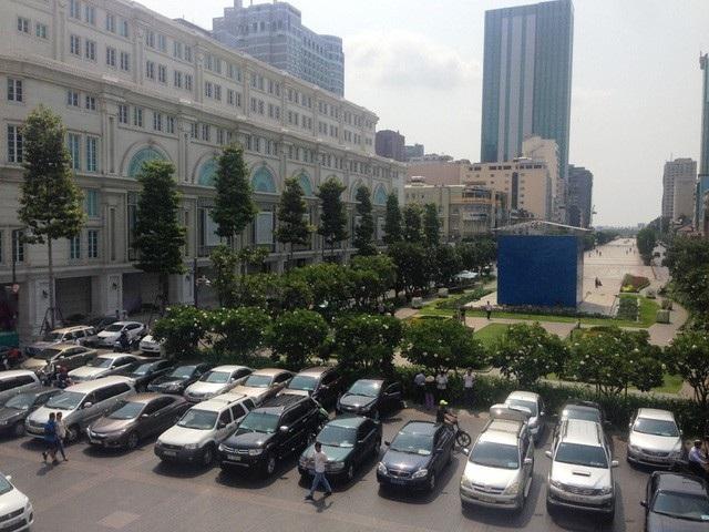TPHCM đang tạm dừng thí điểm khoán xe công do vướng văn bản của Bộ Tài chính