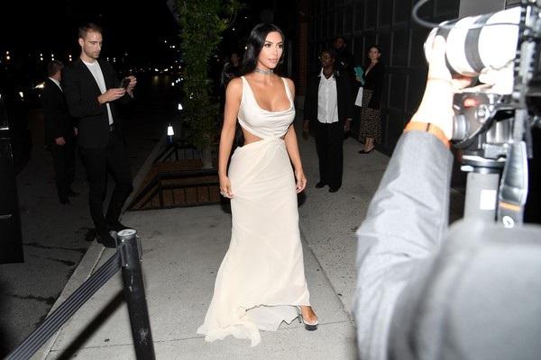 Kim Kardashian hiện kiếm hàng chục triệu USD từ thương hiệu mỹ phẩm riêng