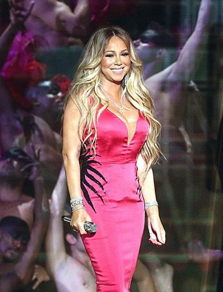 Trước đó Mariah Carey đã trình diễn ca khúc mới With you trong sự kiện này