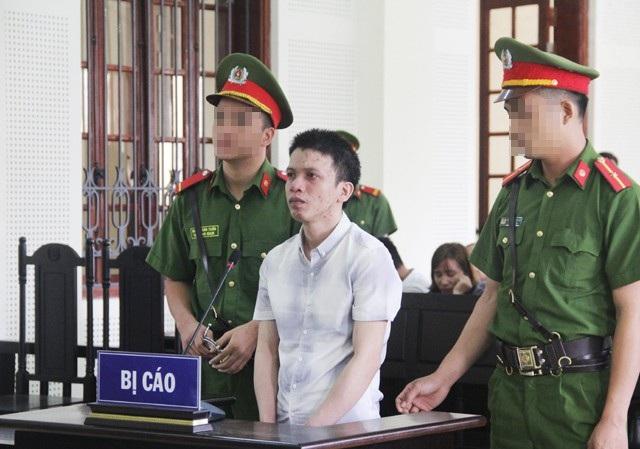 Vận chuyển 20 bánh heroin và 10 gói ma túy tổng hợp để lấy 50 triệu đồng tiền công, Nguyễn Văn Hải bị tuyên án tử hình.