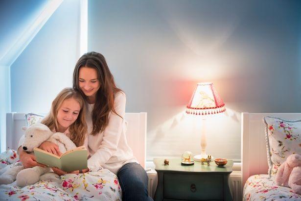Theo các nghiên cứu, trẻ em thừa hưởng trí thông minh từ người mẹ - Ảnh từ Caiaimage