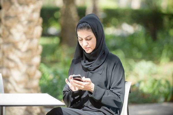 Người vợ phải ngồi tù chỉ vì xem trộm điện thoại của chồng (Ảnh minh họa)