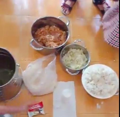 Thức ăn trưa của ngày 9/10 của Trường mầm non Phú Mỹ, Bà Rịa - Vũng Tàu bị phụ huynh phản ánh nấu từ gạo mốc